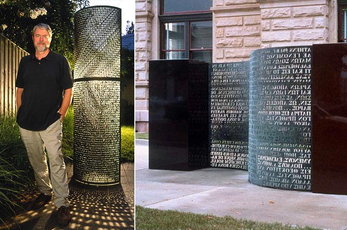 Джеймс Санборн у созданного им памятника.