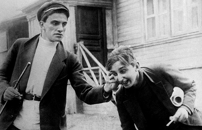 Маяковский в фильме «Барышня и хулиган».