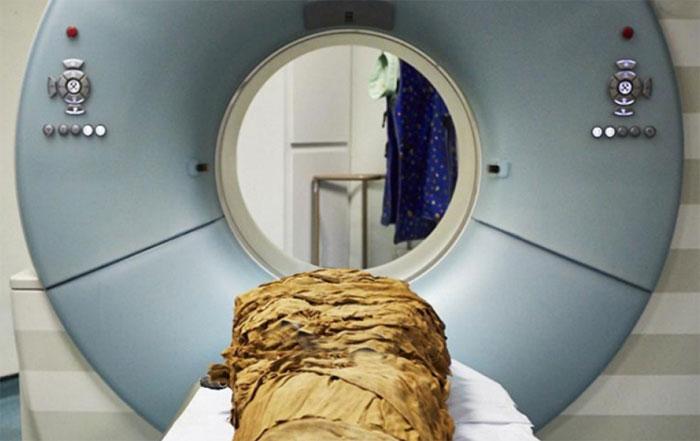 Мумия на МРТ.