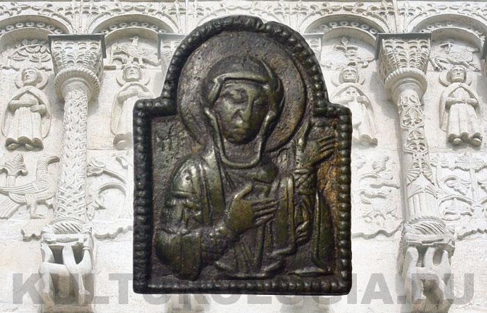 Древнерусская матрица киотчатой формы с изображением Богоматери Агиосоритиссы, 13 век.