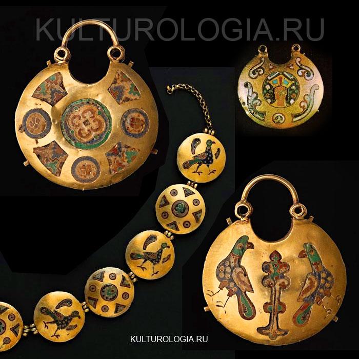 Рясы и золотые колты с перегородчатой эмалью, XII в. / Киев, Десятинная церковь.