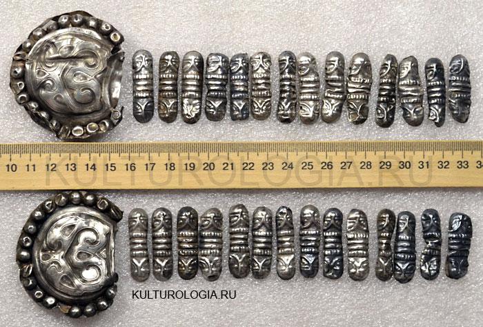 Серебряные колты и рясны из клада женских украшений XII века, найденного на территории Украины.