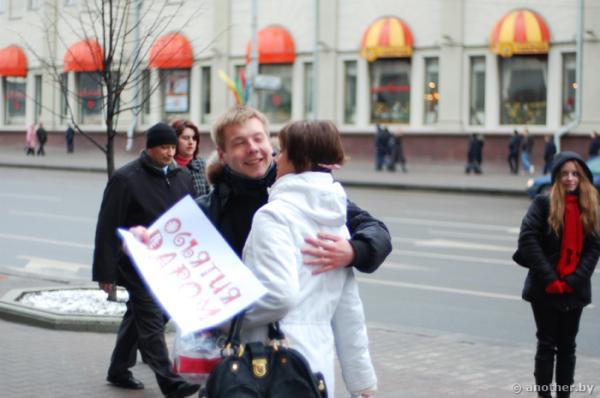 Бесплатные объятие - повод для знакомства