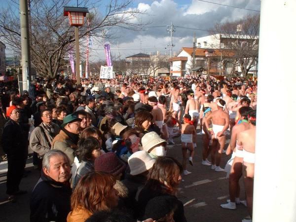 10000 голых мужчин прогуливаются по всей Японии на фестивале Naked Men Festival