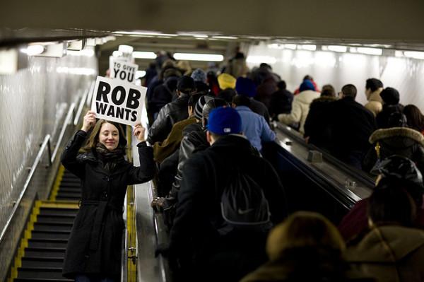 Эскалатор метро собрал 2 000 улыбок пассажиров