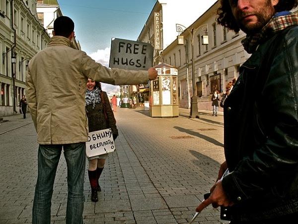 Активисты движения выходят на улицы с разноцветными плакатами