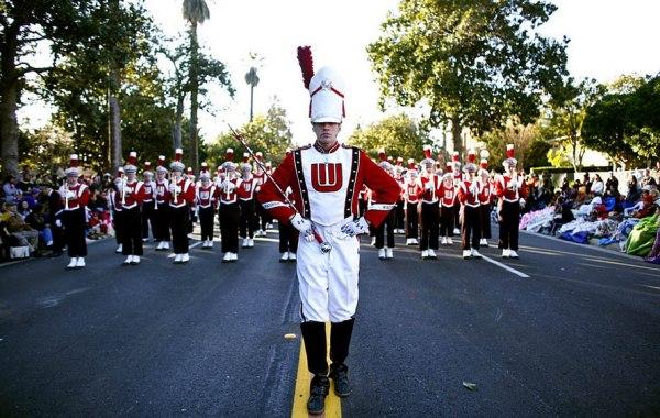 Более двух десятков оркестров со всего мира приезжают на Парад роз