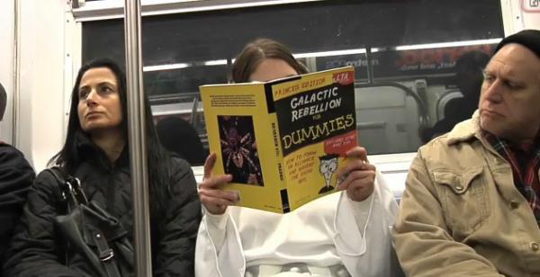 Штурмовики схватили принцессу Леи в вагоне поезда