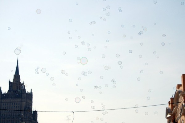 20 000 мыльных пузырей в московском небе