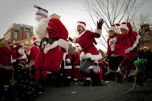 SantaCon: Санта-Клаусы отрываются и веселятся