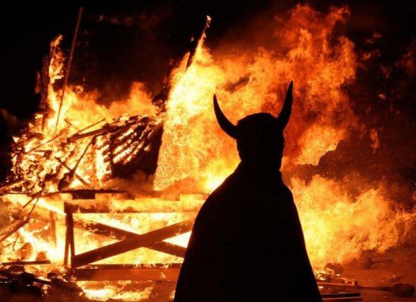 Сжигание корабля на фестивале Апхелио