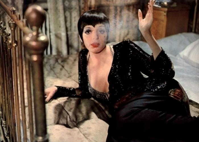 Лайза Минелли в образе Салли Боул.