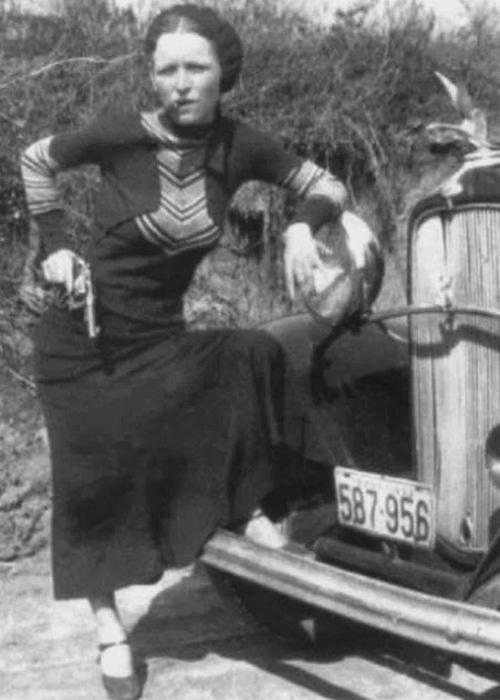 Знаменитое фото с сигарой и револьвером.
