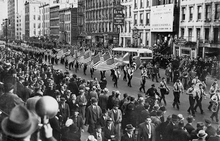 Нацистский парад в Нью-Йорке.