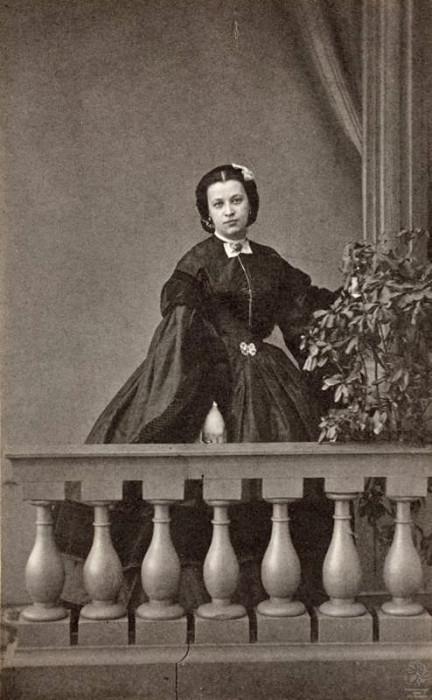 Н.А.Пушкина (дочь поэта). Санкт-Петербург, 1860-е. Фотоателье Г.Штейнберга.