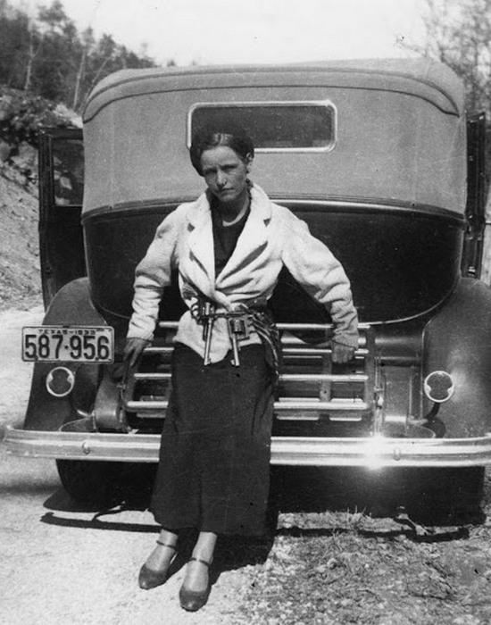 Бонни Паркер, 1933 год.