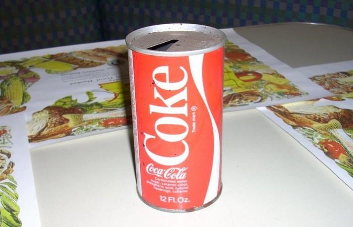 Ли мог пробить пальцем закрытую банку Coca-Cola.