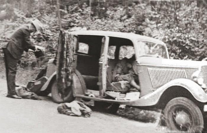 Бонни и Клайд после расстрела.