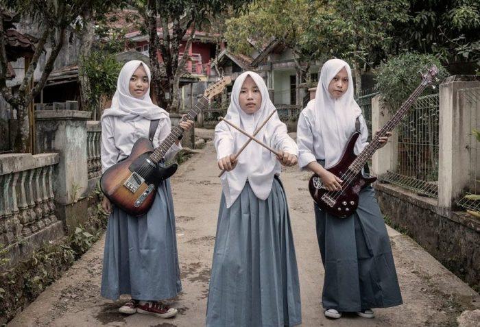 Индонезийские девушки создали мусульманскую металл-группу