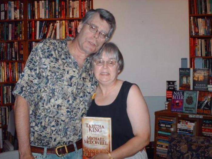 Писатель Стивен Кинг и писатель Табита Кинг. / Фото: www.lichnosti.net