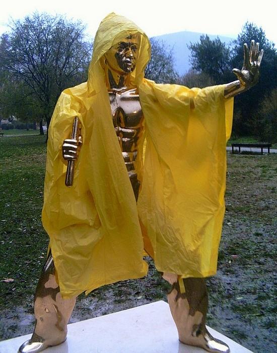 Статуя Брюса Ли.