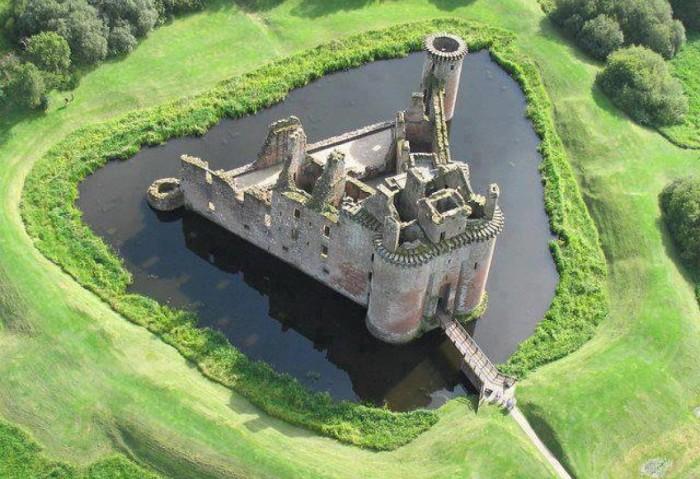 Замок Керлаверок, Шотландия