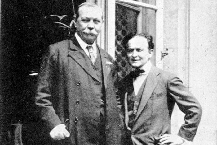 Артур Конан Дойл и Гарри Гудини.