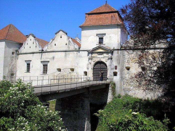 Свиржский замок - место съёмок главных сцен фильма.