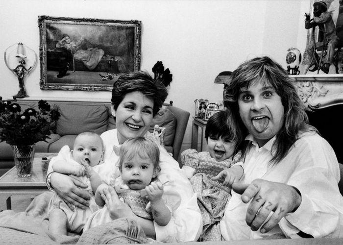 Оззи и Шерон с дочерьми Эми и Келли и сыном Джеком,1986 год. / Фото: meta.ua