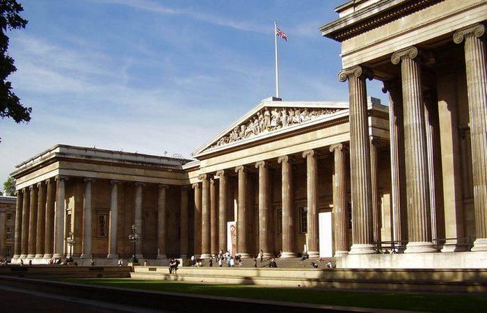 Доступны экспозиции Текстиль из Африки, Объекты римских городов Помпеи и Геркуланум.