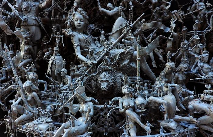 Фрагмент скульптуры «С почтением», скульптор Крис Кукси, 2014 год.