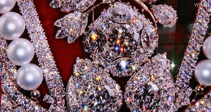 Бриллианты и жемчуга Большой короны.