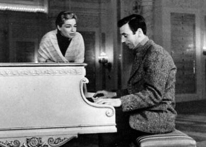 Он - за роялем, она - рядом. /Фото: vestnik.com