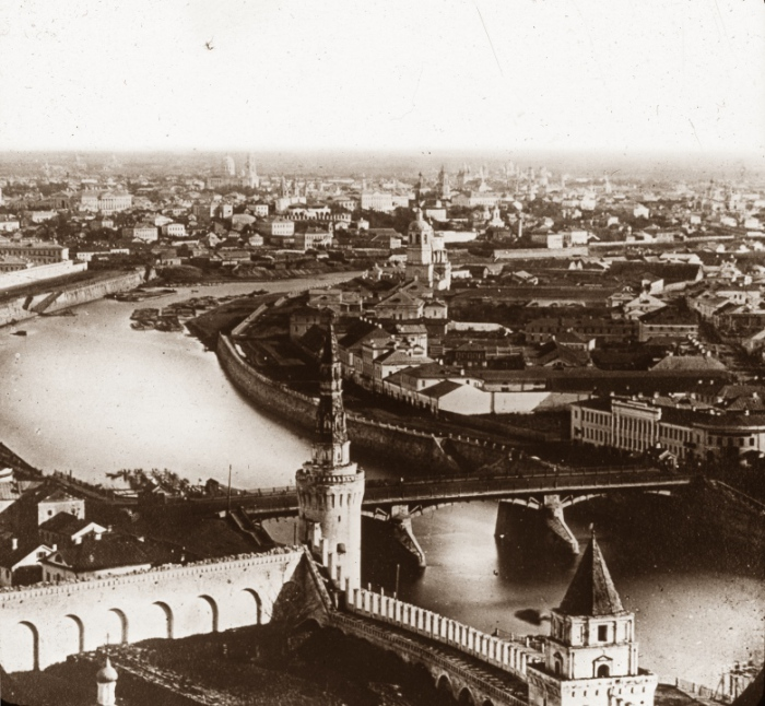 Вид с Ивана Великого к юго-востоку, на Садовники и Котельники.
