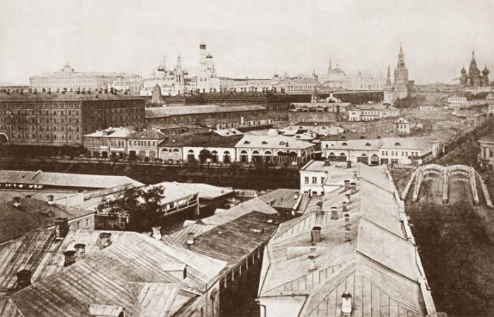 Вид с колокольни церкви Усекновения Главы Иоанна Предтечи под Бором.