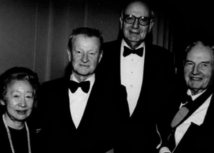 Збигнев Бжезинский и Дэвид Рокфеллер (крайний справа). / Фото: mnenie.me