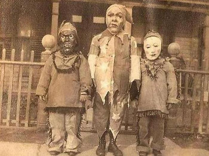 Страшные костюмы из прошлого.