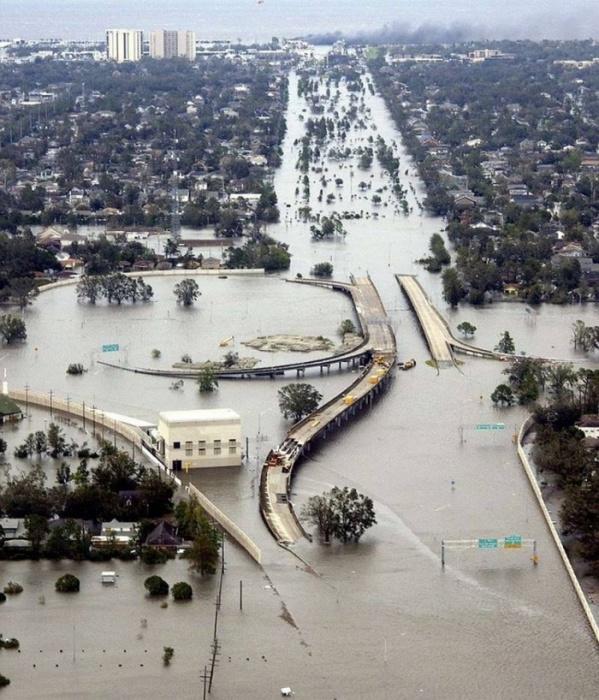 Новый Орлеан во время наводнения.