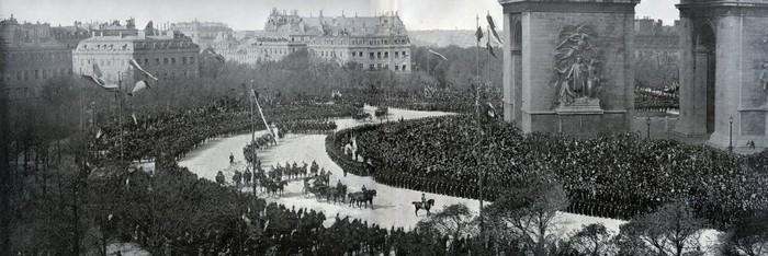Панорама въезда императорской четы в Париж.