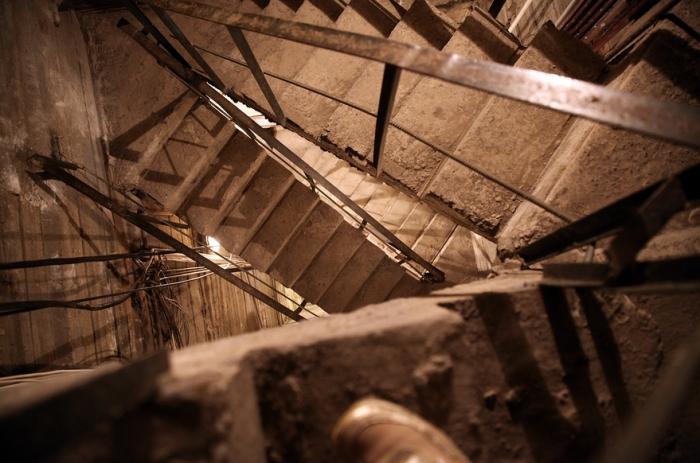 Внутри вся статуя состоит из отдельных ячеек-камер, как комнаты в здании.