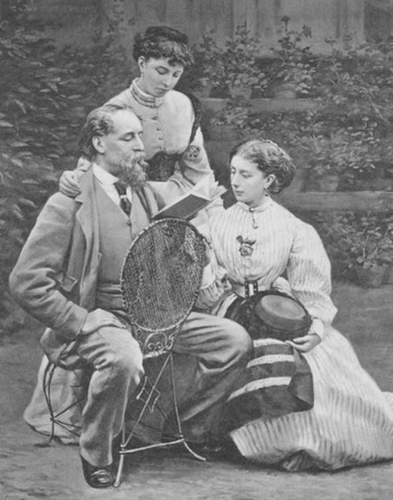 Чарльз Диккенс читает дочерям Кейт и Мами (справа)./ Фото: kulturmultur.com