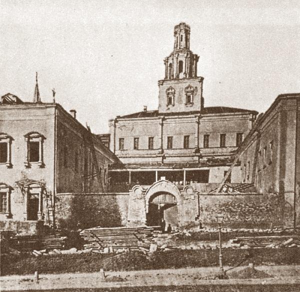 Вид на здание Земского приказа со стороны Кремлевской стены.