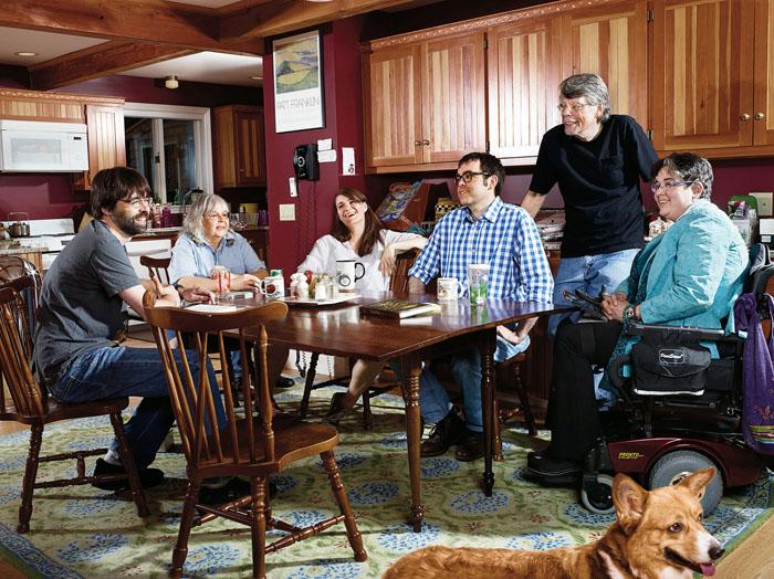 Большая семья Стивена и Табиты Кинг. / Фото: www.librebook.ru