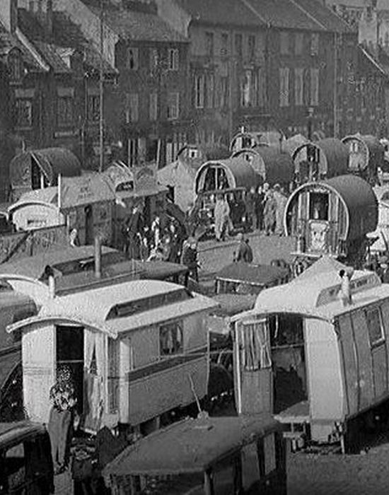 Караван британских цыган на конной ярмарке Appleby Horse Fair, 1956.