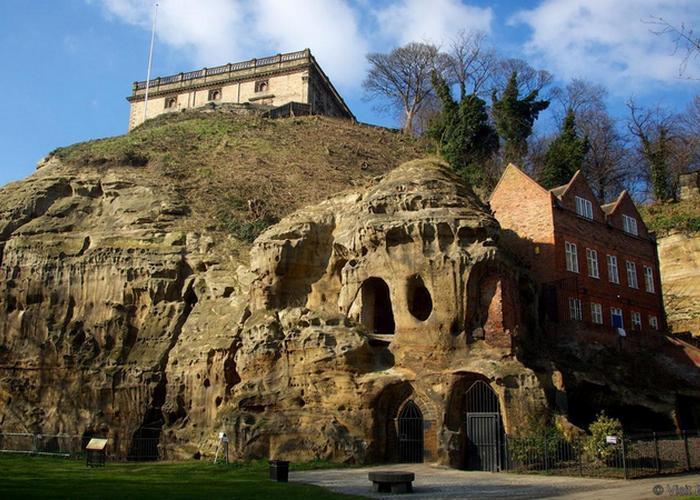 Вход в пещеру Мортимера.
