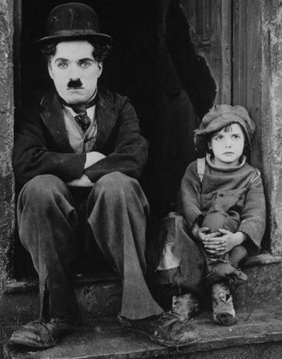 Джеки Куган и Чарли Чаплин в Малыше. / Фото:https: thevintagenews.com