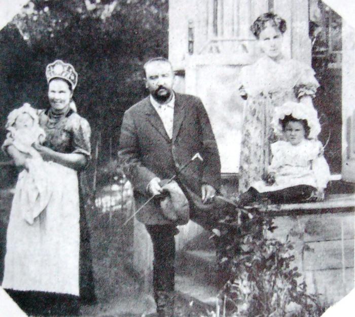 Куприн с семьёй в Гатчине.