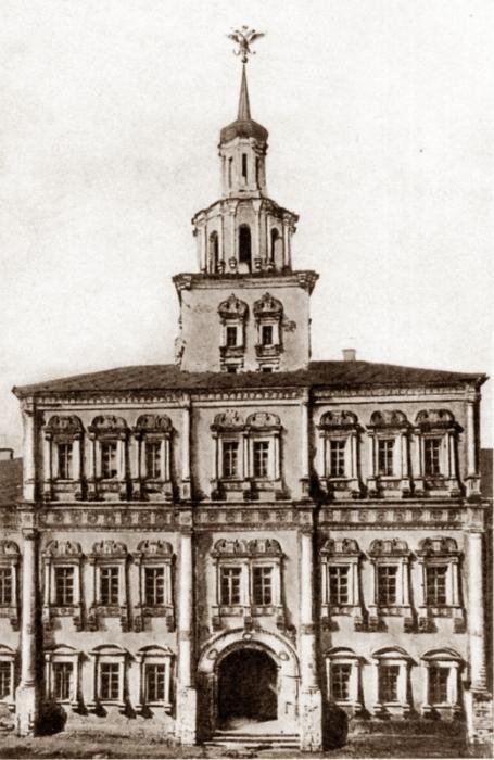 Земский приказ, вид со стороны Присутственных мест и Казанского собора.