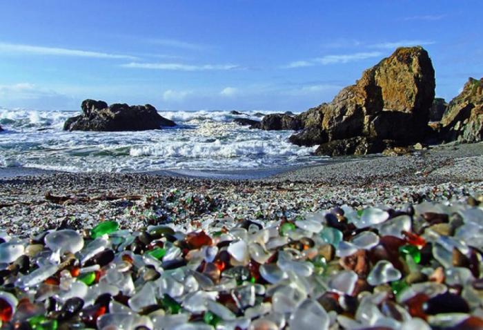 Стеклянный пляж на Дальнем Востоке.