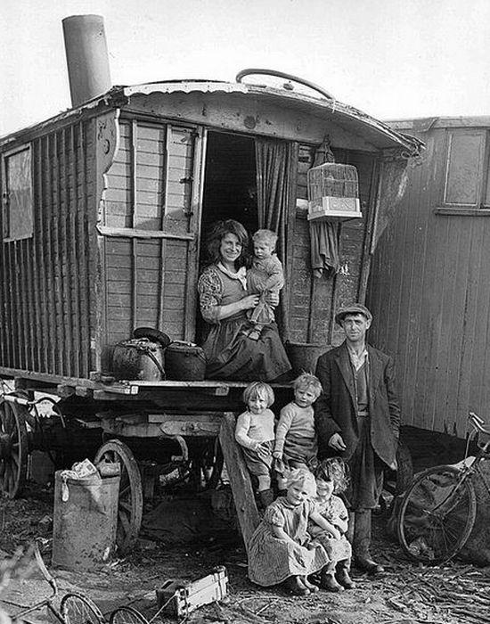 Цыганская семья со своим вардо.